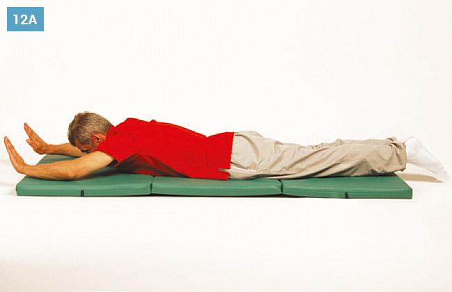 Ćwiczenie w leżeniu na brzuchu, prostowanie i zginanie rąk