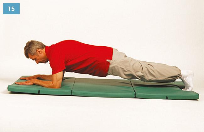 Ćwiczenie w leżeniu na brzuchu, oparte przedramiona oraz stopy na materacu, podnoszenia tułowia