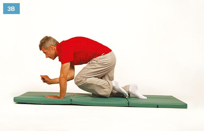 Ćwiczenie w klęku podpartym prostując naprzemiennie jedną rękę i nogę