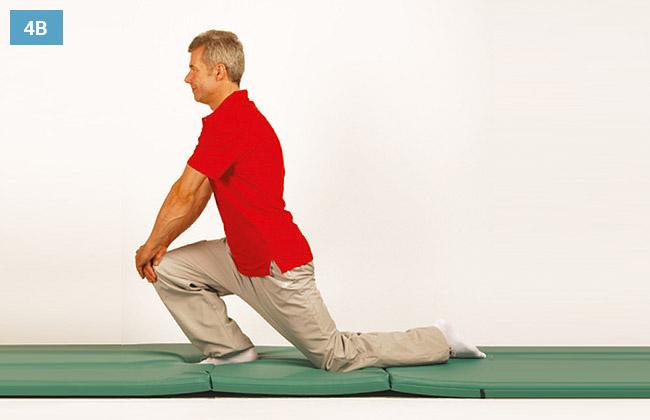 Ćwiczenie w klęku na kolanie opierając ręce o drugie kolano