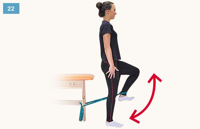 Ćwiczenie wzmacniające mięśnie grupy przedniej uda w pozycji stojącej staw kolanowy zgięty