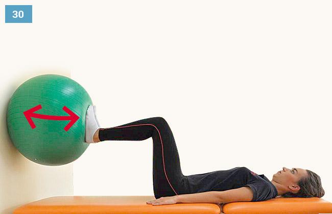 Ćwiczenie czucia głębokiego kończyn dolnych - wciskanie piłki