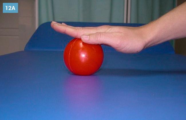 Ćwiczenie ściskania piłki